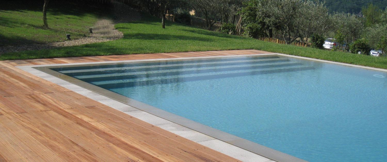 Manetti legnami produzione e vendita coperture in legno for Bordo piscina legno
